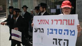 75% מהציבור בעד הנהגת גירושין אזרחיים בישראל. ל-69% אין אמון בבתי הדין הרבניים